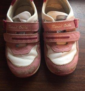 Ортопедические кроссовки на девочку р-р 23