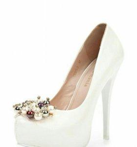 Туфли белые Arzomania