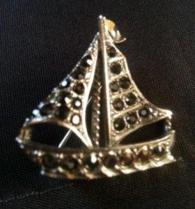 Брошь Кораблик и браслет на руку новые