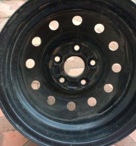 Комплект штампованных дисков с колпаками и гайкaми