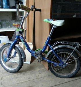 Велосипед от 4 лет примерно.