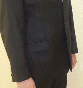 Мужской костюм 52 р-р,плюс рубашки Calvin Klein