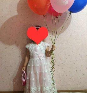 Платье  нарядное на девочку 4-6 лет