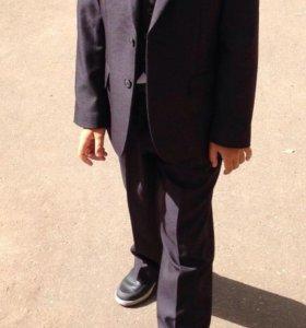 Школьный костюм тройка(2 рубашки в подарок)