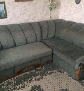 Угловой диван и кресло в отличном состоянии