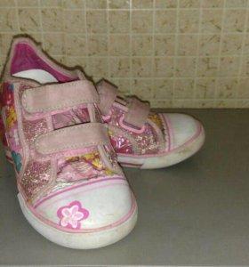 Кеды кроссовки и резиновые сапоги. Капика