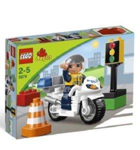 Лего дупло мотоцикл с полицейским