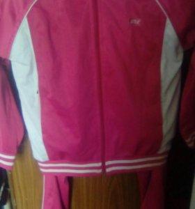 Спортивный костюм на девочку одевали пару раз
