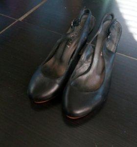 Кожаные туфли 36 р-р