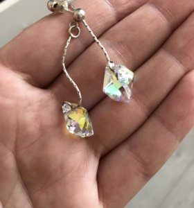 Серебрянные серьги с камнями сваровски