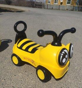 Машинка толокар пчелка