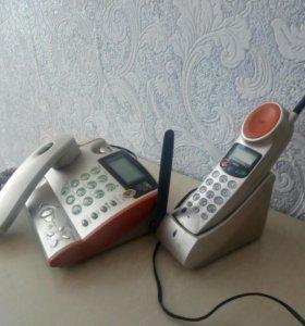 Домашний телефон с трубкой в комплекте.