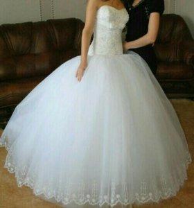 Шикарное свадебное платье,красивое!Торг!