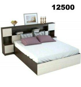 Кровать с прикроватным блоком.