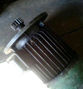 Двигатель 1,5 кВт 940 об/мин.