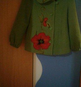 Пальто кашемировое на девочку 6-8 лет