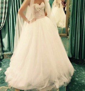 Платье свадебное . Очень красивое