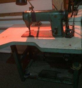 Машинка швейная в рабочем состоянии.