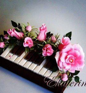 Пианино из конфет