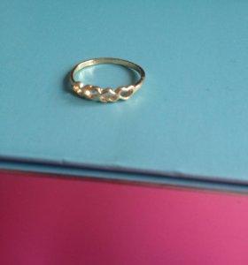 Позолоченное кольцо с сердечками