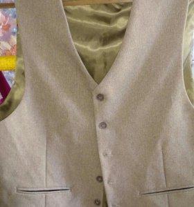 Пиджак с желетом.