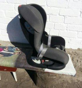 Детское удерживающее автомобильное кресло.