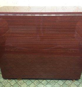 Компактный вместительный стол