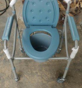 Кресло-стул с санитарным оснащением новый