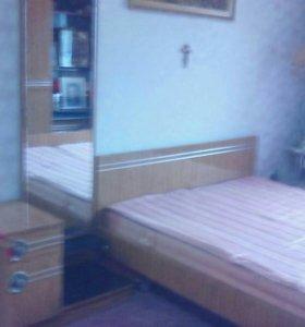 Спальный гарнитур трюмо две тумбы прикроватных шка