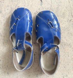 сандалии новые детские