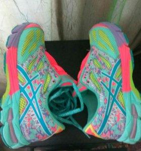 Кроссовки ASICS для девочек размер 35,5