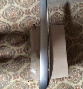 Мерседес Е-класс левая накладка заднего бампера