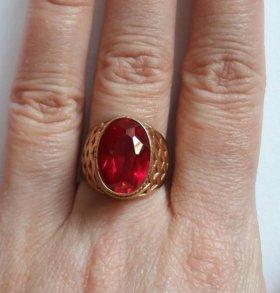 Золото 585 пробы кольцо 17,5-18 рубин.