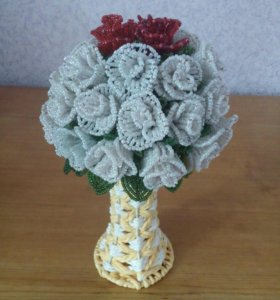 Букет из 33 роз (из бисера)