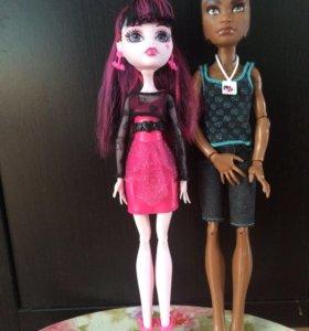 Пара кукол монстр хай