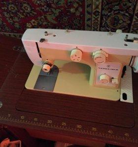 Машинка швейная Чайка 142М