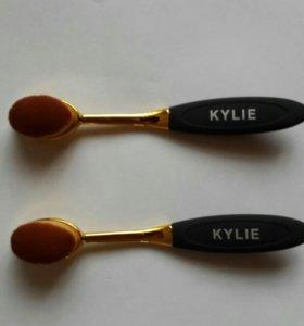 Щетка для макияжа от Kylie
