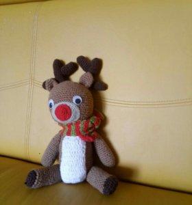 Вязанная игрушка олень