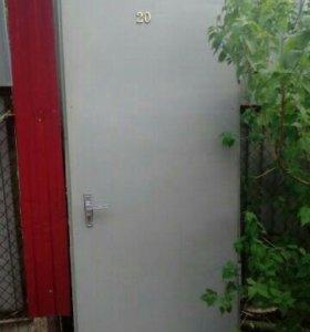 Металическая дверь б/у