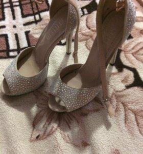 Продам бассоножки и туфли
