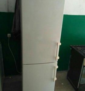 Двухкамерный холодильник Liebherr Blue Line