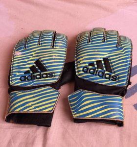 Вратарские перчатки Adidas для футбола