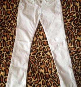 Джинсы (брюки)