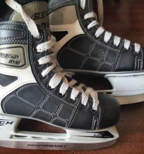 Коньки хоккейные