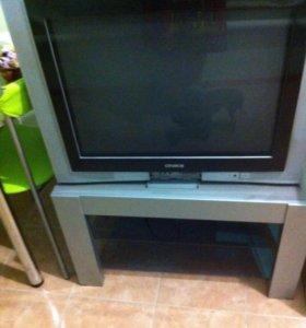 Телевизор и тумбочка под телевизор