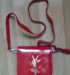 Маленькая лаковая сумочка