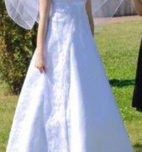 Свадебное платье с кружевными рукавчиками