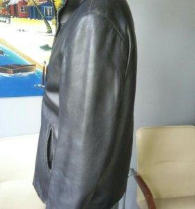 Чёрная кожаная куртка 52-54 размер