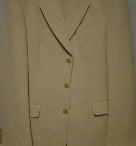 Летний бежевый мужской костюм. Рост 182
