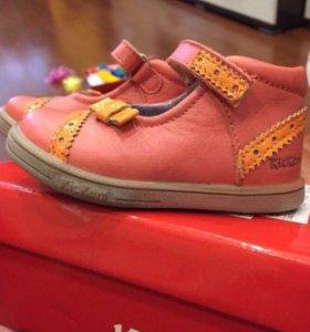 Новые Босоножки Kickers 20 размера на девочку